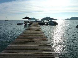 the permanent speedboat pier in front of the Makathanee Resort on Ko Mak